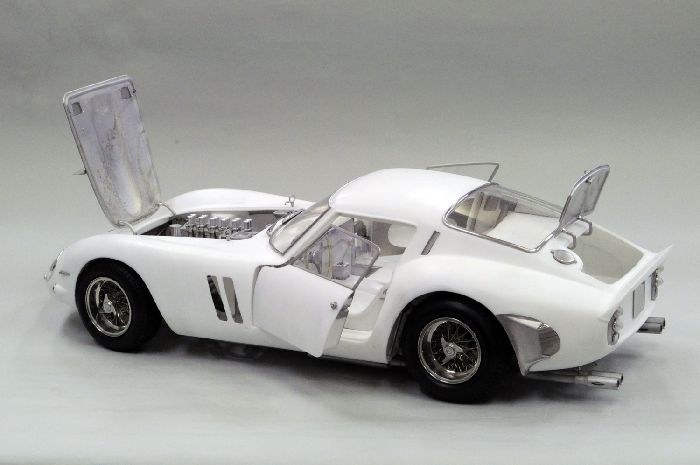MFH Hiro : Kit Ferrari 250 GTO  1/12 scale all open/close