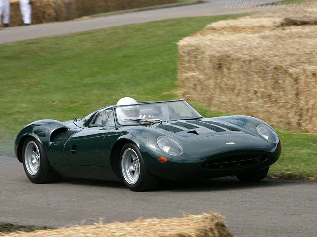 Paddock : Kit Jaguar XJ13 1966