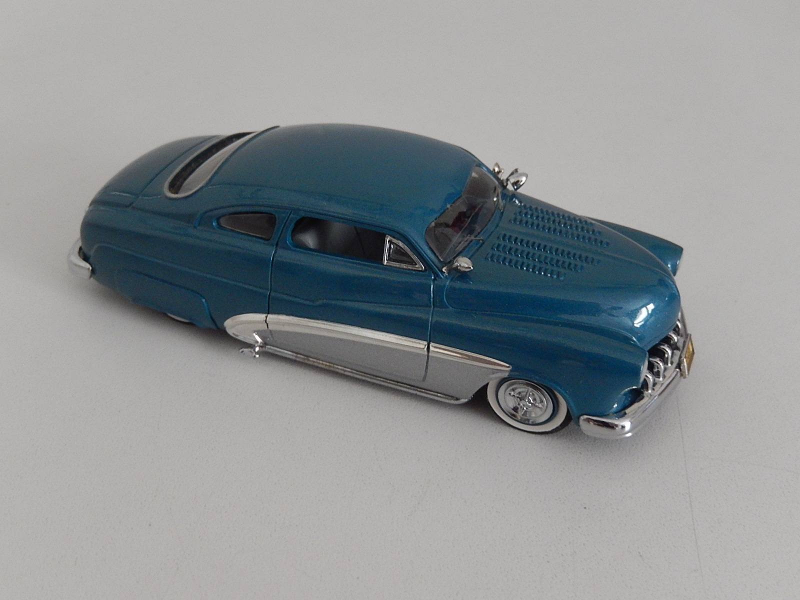 Design Studio : 1949 Mercury Blue & Silver